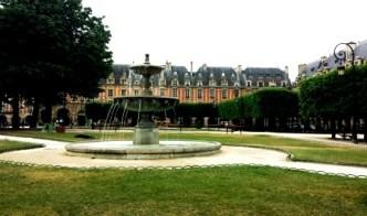 Paris Place de Vosges (2)