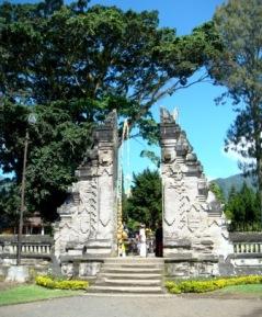 Bali Candi Kuning