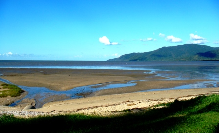 Cairns sea view at low tide