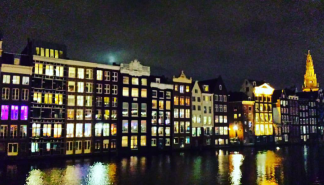 Amsterdam canals at night (1)
