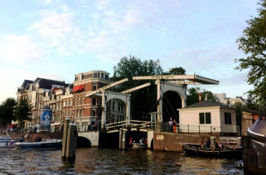 Amsterdam Magere brug at day