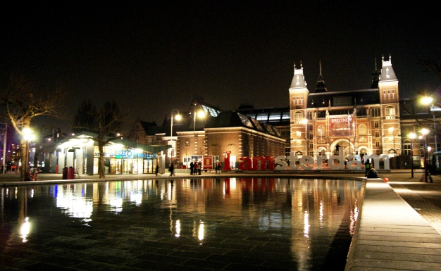 Rijksmuseum at night