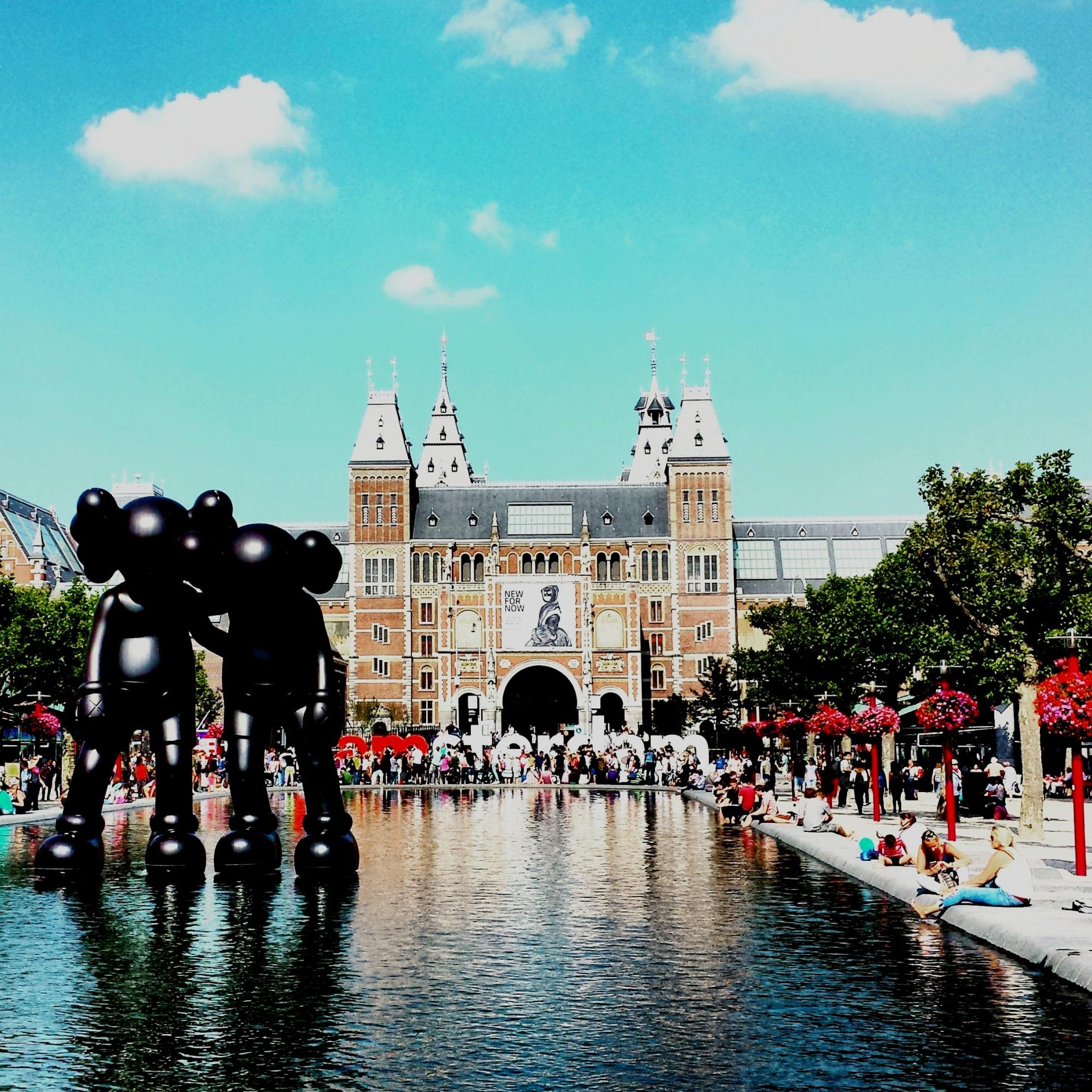 Amsterdam Rijksmuseum by day