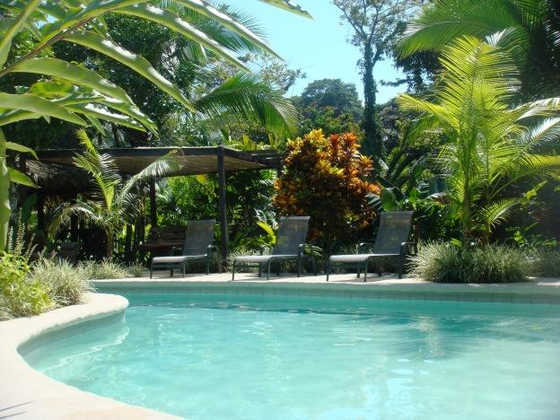 Costa Rica Azánia bungalows pool view