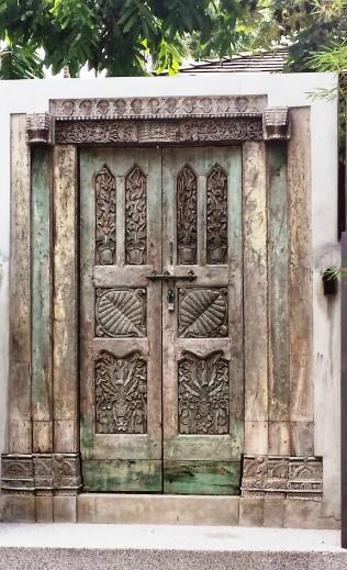 Phuket Ananta Thai villa traditional door