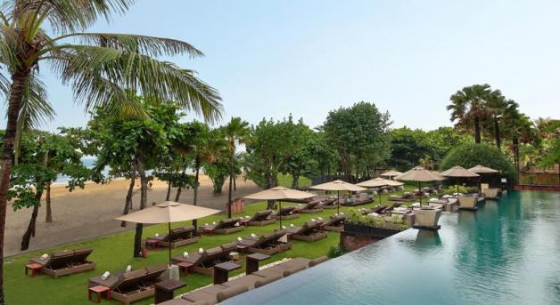 Seminyak Anantara resort beach