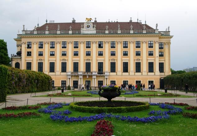 Schloss Schonbrunn Vienna side gardens