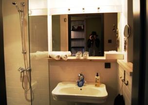 25hours Hotel Vienna M room bathroom