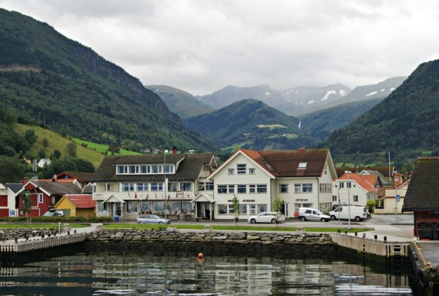 fjord-cruise-views-norway
