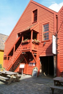 traditional-lunch-at-bryggen-tracteursted-norway-2