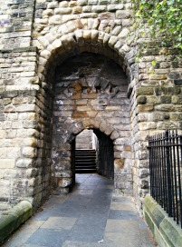 exploring-old-newcastle-upon-tyne-castle-gate