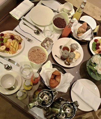 banyan-tree-tamouda-bay-in-room-breakfast