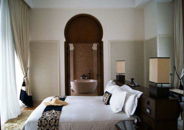 banyan-tree-tamouda-bay-private-villa-bedroom