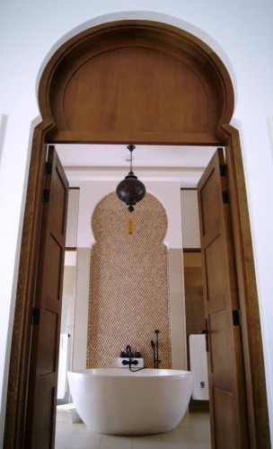 banyan-tree-tamouda-bay-villa-bathroom-2