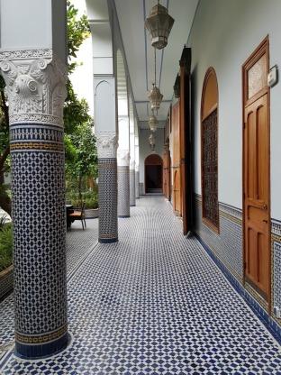 palais-amani-fes-hallways-1