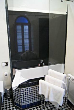 palais-amani-fes-suite-bathroom