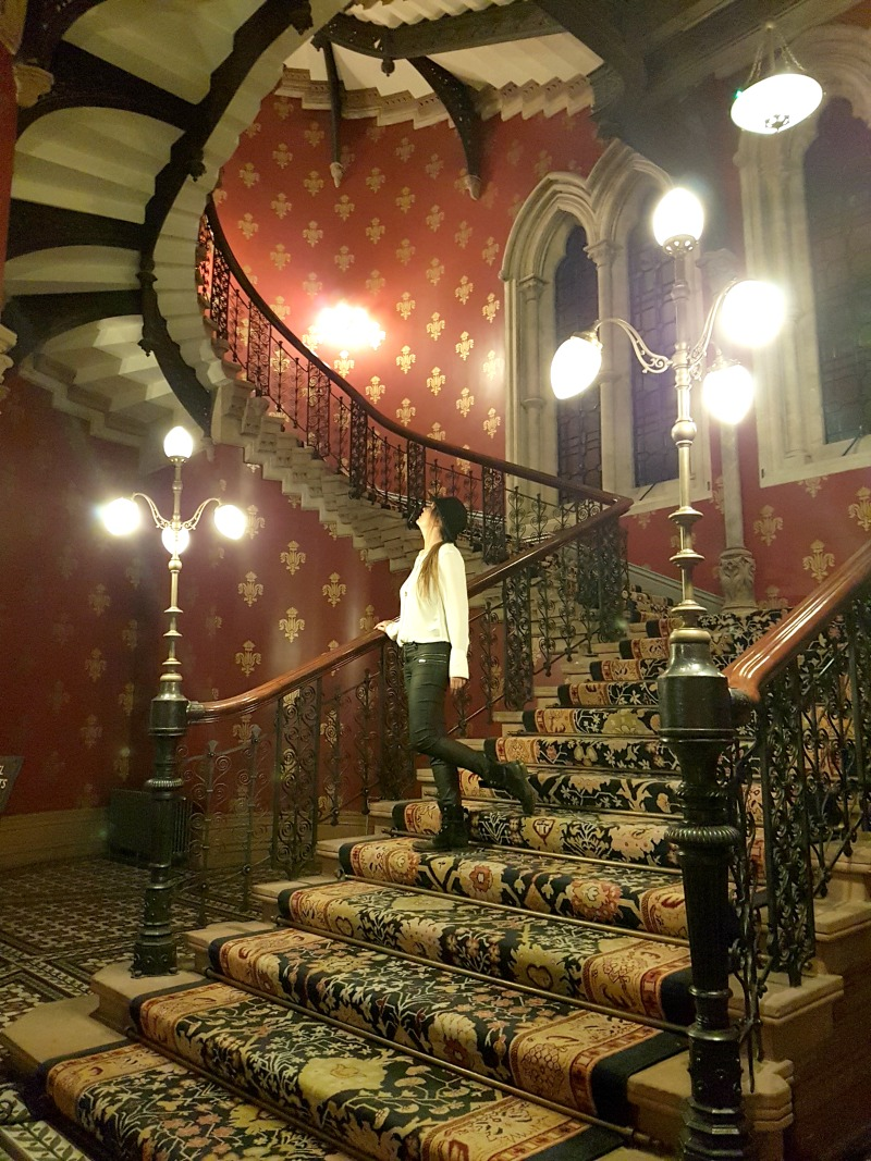 st-pancras-ren-hotel-london-iconic-grand-staircase-2