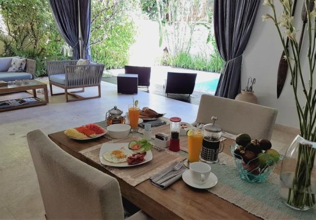 4s-villas-seminyak-in-villa-breakfast