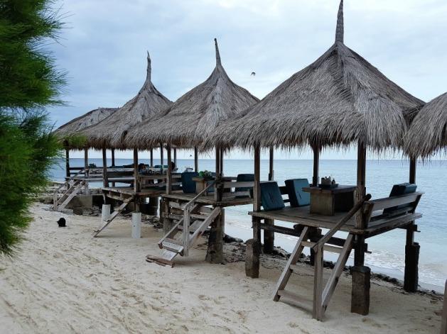 gili-trawangan-coral-beach-pizza