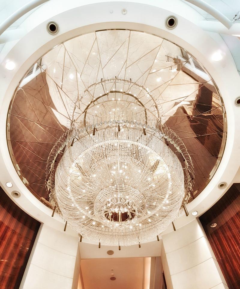 st-regis-singapore-entrance-chandelier