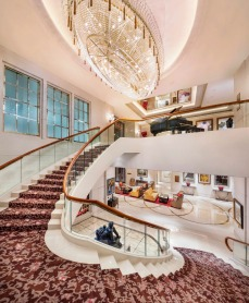 st-regis-singapore-grand-staircase